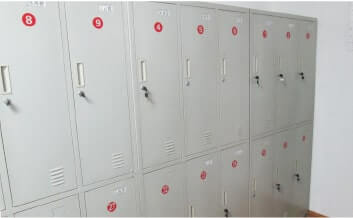 従業員用のロッカールームも常に清潔に