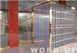 防虫対策用に2重扉を設置。